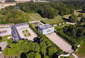 http://www.chateau-bouges.fr/