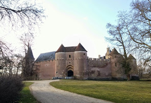 https://chateau-ainaylevieil.fr/